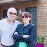 propriétaires heureux d'une maison éco-responsable