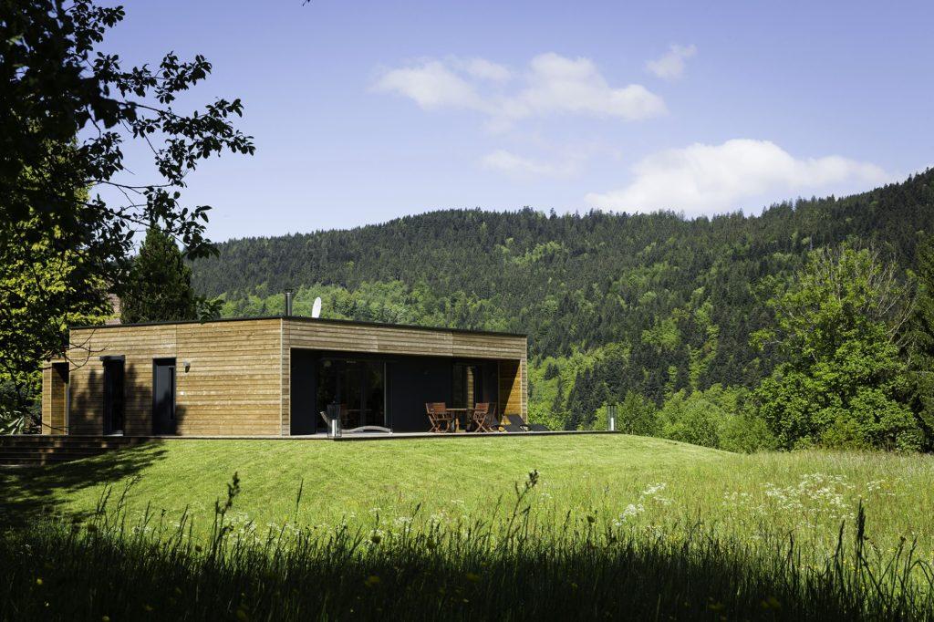 local pro en bois gîte maisons booa